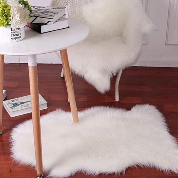 White Faux Fur Throw - soft & silky!